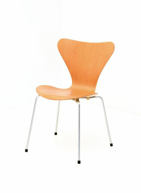 stuhl arne jacobsen 3107 wohn design. Black Bedroom Furniture Sets. Home Design Ideas